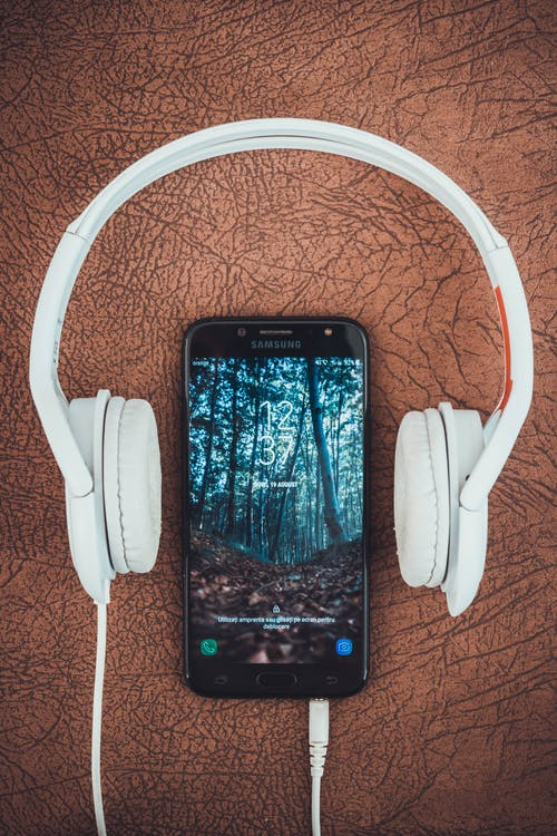Headphones around an Android